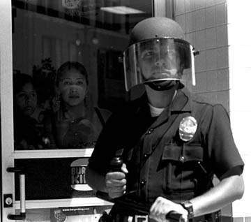 Police guard Burger ...