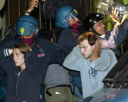 Police Raid Proteste...
