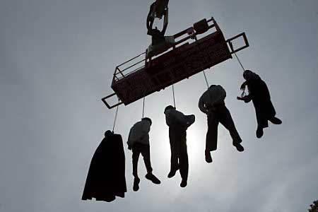 Hanged Effigies Kick...