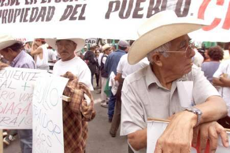 Mexican Farmers Dema...