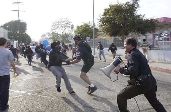 PHOTOS: POLICE BRUTA...