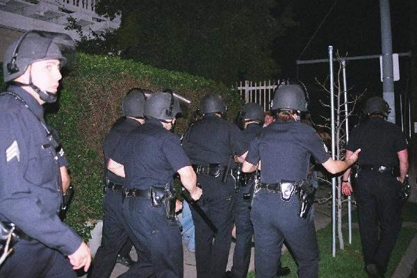 Police  pushing prot...
