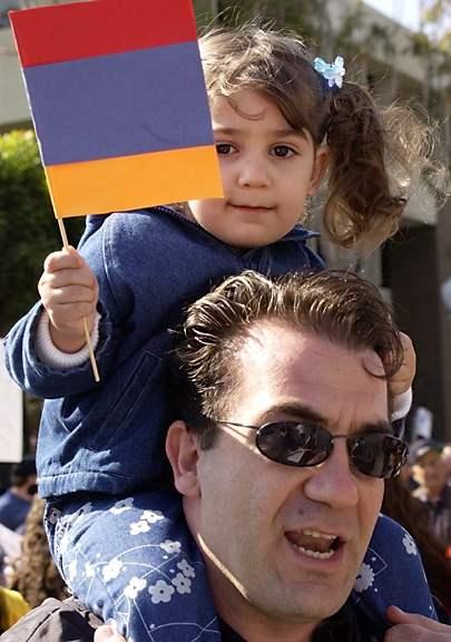 PHOTOS: Armenians pr...