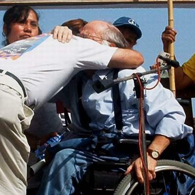 Ron Kovic hugs the f...