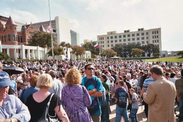 Dealey Plaza crowd l...