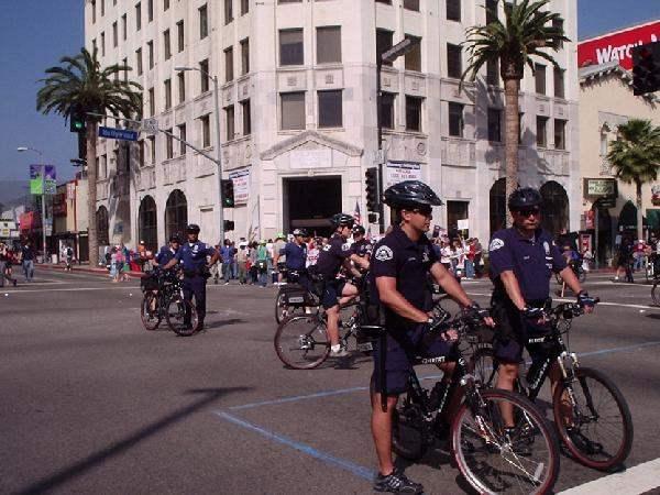 Cops at coner of Hig...