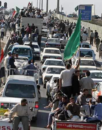 Iraqis break U.S. si...
