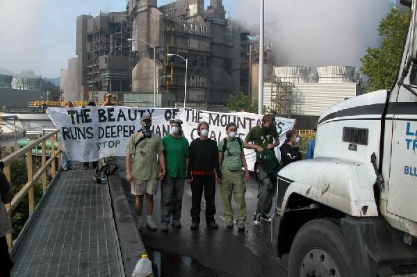 EF!ers block coal tr...
