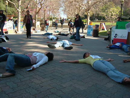 Students Stage Die-i...