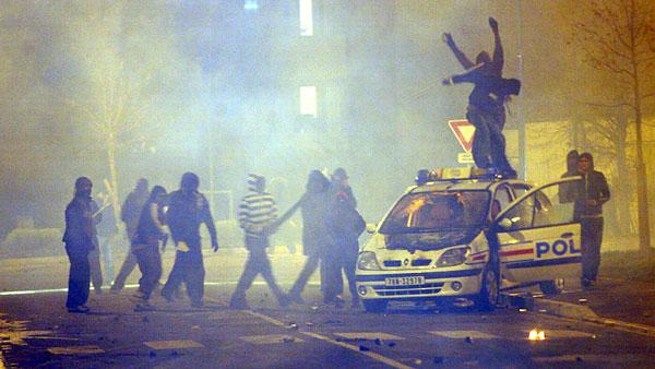 Riot violence is esc...