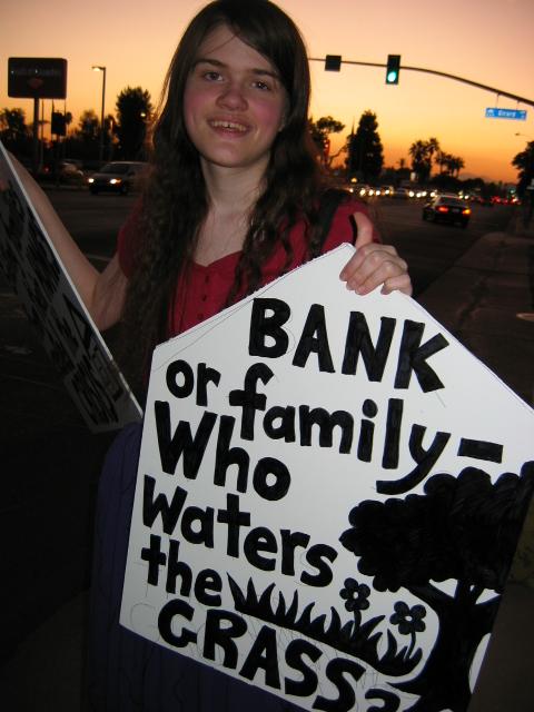 Banks Make People Ho...