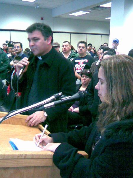 Latinos exigen licen...
