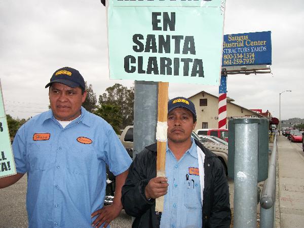 Trabajadores locales...