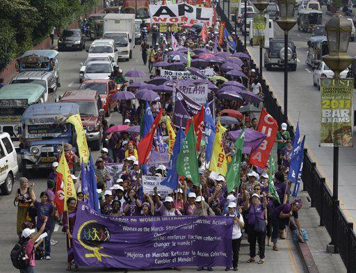 Filipino Women March...
