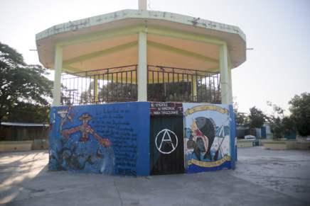 Plaza Murals in AO...