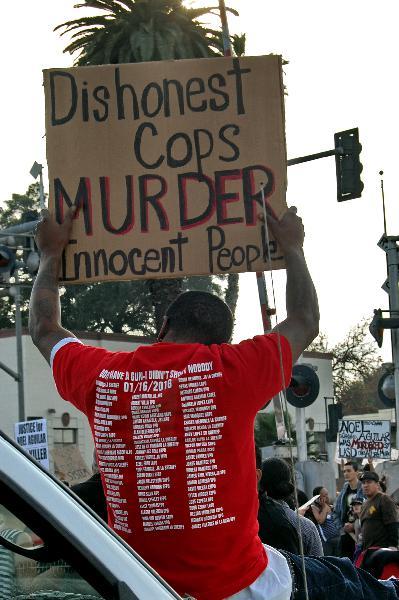 Dishonest Cops Murde...