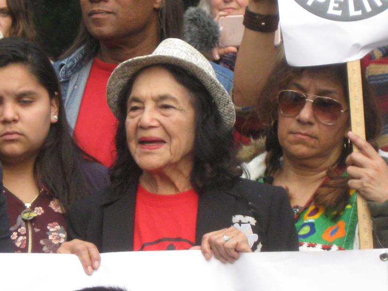 Dolores Huerta holdi...